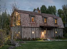 The Barn is an exceptional conversion byCarney Logan Burke Architects, it combines both rustic and modern details to complement the beautiful and natural landscape. Situated in the Teton Range of mountains in Wyoming, this unique home is cove