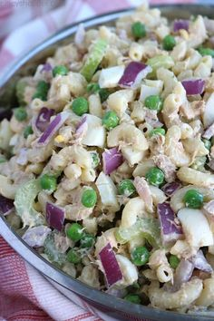 This Tuna Pasta Salad will be a great side dish for your next summer bbq lunch or even a meal. You will find it loaded with perfectly cooked macaroni tuna onion celery peas hard-boiled eggs and a simple creamy dressing. Creamy Tuna Pasta, Tuna Salad Pasta, Pasta Salad Recipes, Radish Salad, Tuna Recipes, Broccoli Salad, Sandwich Recipes, Chicken Salad, Baked Chicken