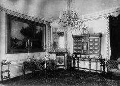 Wnętrze wyposażone w meble w stylu Boulle'a