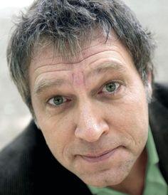 Sjaak Bral 11-11-1963  Nederlandse cabaretier, televisiepresentator en schrijver. Van 2001 tot en met 2004 was hij panellid in het consumentenprogramma Ook dat nog. In 1995 begon hij met stand-upcomedy. Sinds 1996 maakt Bral ieder jaar een oudejaarsconference onder de naam Vaarwel plus het jaartal. Deze wordt uitgezonden via RTV West. https://youtu.be/X7k2DN9FtcU