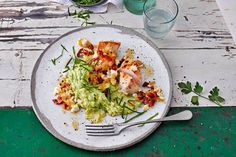 The recipe for chicken breast with avocado and potato mash with all the necessary ingredients and the simplest preparation – healthy cooking with FIT FOR FUN Informations About Hähnchenbrust mit Avocado-Kartoffel-Stampf Rezept – FIT FOR … Whole 30 Crockpot Recipes, Whole30 Recipes Lunch, Easy Whole 30 Recipes, Ground Beef Recipes, Avocado Dessert, Chicken Parmesan Recipes, Chicken Soup Recipes, Vegan Avocado Recipes, Healthy Recipes