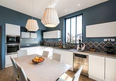 Avant/après : 18 cuisines complètement métamorphosées - Decor Diy Home Küchen Design, Interior Design, Logo Design, House Windows, Elle Decor, Decorating Tips, Decorating Websites, Home Furnishings, Home Furniture