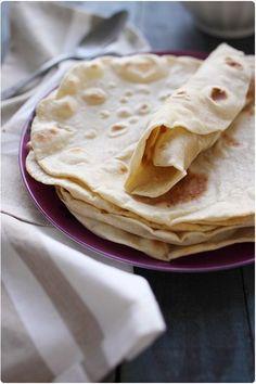 Pour 6 tortillas : 300g de farine de blé 75g de beurre 1 belle pincée de sel 1 belle pincée de sucre 14 à 15 cl d'eau