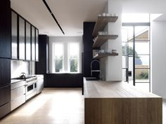 Kitchen design by Luigi Rosselli Architects. Photography by Justin Alexander & Edward Birch.