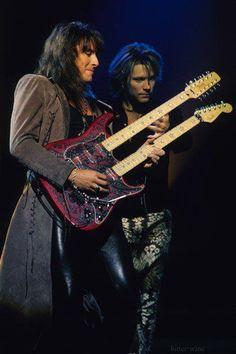 This live pic of Jon Bon Jovi and Richie Sambora is beautiful! <3