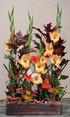 http://holmsundsblommor.blogspot.se/2013/09/hostblommor.html Höstdekoration med gladiolus, germini, rosor och asclepias