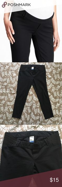 """Old Navy Maternity Pixie Pants w Side Panel Women's Old Navy maternity side panel black pixie ankle pants. Sits low on belly, Skinny leg hits at ankle, Fitted through hip and thigh. Some wear on side panel as pictured but in good preloved condition otherwise.  Inseam 26"""" (Approximate flat measurement) Old Navy Pants Ankle & Cropped"""