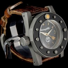 By TLex It's no secret that Arnold Schwarzenegger loves his big military watches. Old Pocket Watches, Watches For Men, Unique Watches, Beautiful Watches, Seiko, All About Time, Mens Fashion, Caligraphy, Men's Style