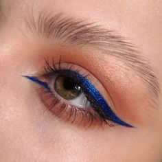 Precise and spectacular. Recreate this shiny blue liner with our Matte Electric blue and add some in 19 Ultramarine on top of it. Makeup Eye Looks, Eyeliner Looks, Cat Eye Makeup, No Eyeliner Makeup, Eyeliner Designs, Eye Makeup Designs, Eyeliner Styles, Creative Eyeliner, Simple Eyeliner