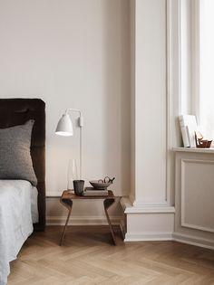 Minimalist elegant wooden side table. Discover more: coffeeandsidetables.com | #minimalistsidetable #woodensidetable #bedroomsidetable