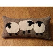 Resultado de imagem para almofadas com ovelhas