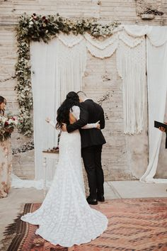 Elegant Bohemian Wedding at The Icehouse Phoenix | Junebug Weddings