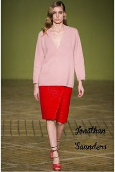 Παστέλ Ροζ: το χρώμα του ρομαντισμού #runway #fashion #catwalk #pastelpink #redmidiskirt #redskirt #style #womensstyle #womensfashion #womensoutfits #jonathansaunders