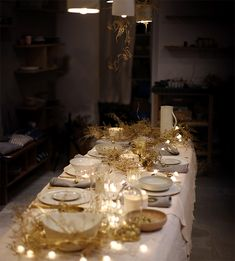 La table blanc et or - par nous  Vaisselle nousparis.com  #whiteandgold #tablescape #tableware #gold
