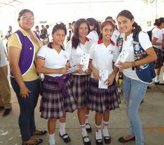 "Leo Club Santa Lucía (Ecuador) | Activity ""Drug and Alcohol Latent a Danger Danger"" Interesting Talks were provided by specialists in these areas to more than 500 students from Colegio Santa Lucia, handed out leaflets to Important Information on Risk Prevention"