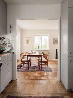 Historiska hem Kitchen Dining, Oversized Mirror, Villa, Houses, Furniture, Home Decor, Sweet Home, Apartments, Homemade Home Decor