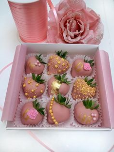 Chocolate Covered Treats, Chocolate Covered Marshmallows, Chocolate Dipped Strawberries, Paletas Chocolate, Strawberry Box, Food Bouquet, Baking Business, Cute Desserts, Birthday Box