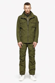 The detailed description of all the garments on http://www.stoneisland-corporate.com/en/5815_ss/ ---- La descrizione dettagliata di tutti I capi su http://www.stoneisland-corporate.com/5815_pe/