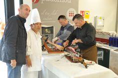 En el centro, nuestro cocinero Leslie, ¡hizo un trabajo espectacular!
