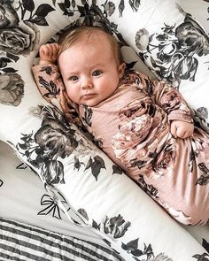 ideas for baby girl aesthetic newborn Little Babies, Cute Babies, Baby Kids, Baby Outfits, Baby Pictures, Baby Photos, Book Bebe, Fotografia Tutorial, Baby Sleepers