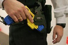 Policía de LA portará armas Taser que activarán cámaras corporales