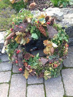 Waldkränze - Lilly is Love Easy Fall Wreaths, Diy Fall Wreath, How To Make Wreaths, Christmas Wreaths, Corona Floral, Lavender Wreath, Blooming Rose, Fall Flowers, Grapevine Wreath