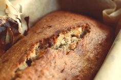 If you're looking to recreate deliciously moist banana bread on a paleo diet, look no further. Read this article for a step-by-step paleo banana bread recipe. Dairy Free Banana Bread, Banana Walnut Bread, Healthy Banana Bread, Banana And Date Loaf, Peach Bread, Cranberry Bread, Ober Und Unterhitze, Low Carb Bread, Banana Bread Recipes