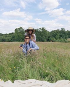 Back to London tomorrow! Can't wait to see you @rosielondoner & @mr_custard (and this pic of @tberolz and I is a #tbt to last summer in London taken by @rosielondoner ) #willjourney #gmgtravels #londonbound #kenwoodhouse #hampsteadheath by juliahengel