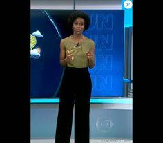 As calças pantalonas são usadas pela jornalista. O modelo reto e larguinho alonga a silhueta e valoriza a cintura fina de Maju