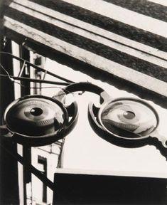 Gyorgy KEPES :: Untitled [optometrist's sign], probably Budapest, 1927