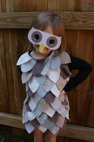 I have had this saved to my computer for ages now. I need to find a little nugget to wear it! Last Minute Owl Costume by Ellen Baker via countryliving: T-shirt with fabric feathers : )  #Owl_Costume #Ellen_Baker #Halloween