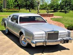"""LincolnMotorCar Showcase on Instagram: """"1975 Lincoln Continental Mark IV """"Silver Luxury Group Edition"""" #Lincoln #Continental #MarkIV #LincolnContinental #LincolnContinentalMarkIV…"""""""