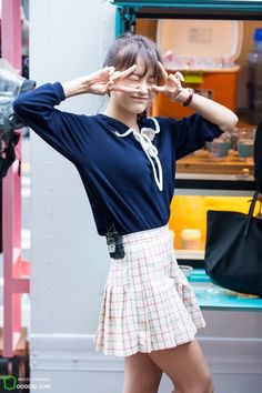상암 I.O.I 역조공 이벤트 ioi 김세정 직찍 출근길부터 아이추워 표정 이모티콘이야 >< Kpop Girl Groups, Korean Girl Groups, Kpop Girls, South Korean Women, Cute School Uniforms, Kim Sejeong, K Pop Star, Seolhyun, Ulzzang Fashion