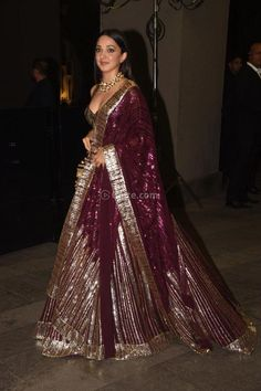 Look at how Kiara Advani slaying Designer Party Wear Dresses, Indian Designer Outfits, Indian Bridal Outfits, Indian Dresses, Wedding Outfits, Lehnga Dress, Lehenga Blouse, Navratri Dress, Sangeet Outfit