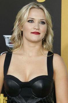 Emily Osment is the sexiest most beautiful woman in Hollywood