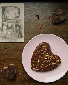 Botanical week  My dream round! Rose cardamom & pistachio chocolate tart from the Everything Looks Rosie archives - link in profile