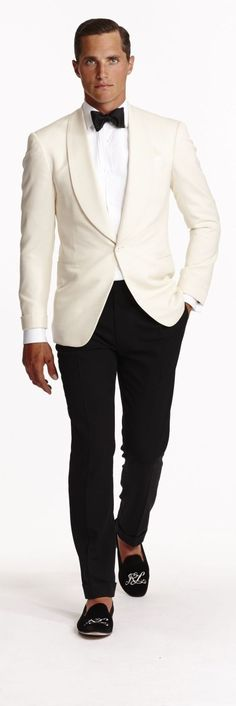 The epitome of sophisticated style, the Ralph Lauren Purple Label Drake Formal Jacket is made in Italy from luxurious wool barathea and features an elegant shawl collar and a sleek, trim-fitting silhouette. Gentleman Mode, Gentleman Style, Dinner Party Outfits, Sophisticated Style, Moda Formal, Dinner Jacket, Well Dressed Men, Wedding Suits, Tuxedo Wedding