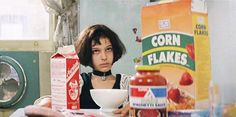 Natalie Portman Mathilda - Leon: The Professional, Luc Besson, 1994 Movies And Series, Movies And Tv Shows, Leon The Professional, Leon Matilda, Mathilda Lando, Film Mythique, Luc Besson, Jean Reno, Cult
