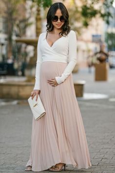The Maternity Maxi Dresses – When Comfort Meets Style maternity bump style Maternity Maxi Skirts, Maternity Wear, Maternity Fashion, Maxi Dresses, Maternity Style, Bump Style, Maxi Skirt Winter, Dress Summer, Stylish Maternity