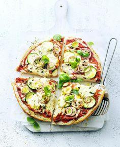 Recept: pizza van turks brood - Flaironline - Voor jou, over jou, Vegetarian Recipes, Cooking Recipes, Healthy Recipes, Pizza Recipes, Turkish Recipes, Italian Recipes, 15 Min Meals, Party Food Catering, Pizza Vans
