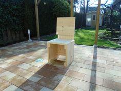 Een steigerhouten stoel gemaakt van nieuwe steigerplanken. Download de bouwtekening op www.bouwtekening-steigerhout.com