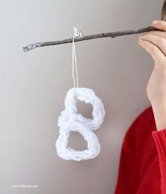 Make Monogram Fingerknit Ornaments | willowday