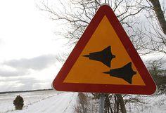 Warning! J35 Draken  Photo: Keith Samuelson