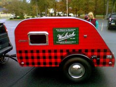 Nancy Kroes' Woolrich-themed Teardrop stop. I bet that baby is warm inside ! Small Travel Trailers, Tiny Trailers, Small Trailer, Vintage Campers Trailers, Vintage Caravans, Camper Trailers, Tiny Camper, Cool Campers, Teardrop Trailer