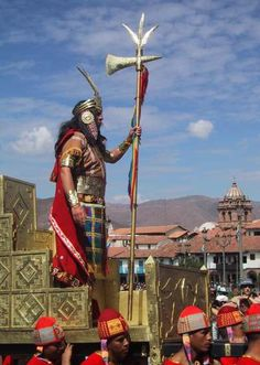 An Inca leader. The system of government of the Incas can be called Socialism, because the people worked together to support the country. Inca Empire, Fire Nation, Native American Tribes, Tumi, My Heritage, Continents, Art History, Statue Of Liberty, World