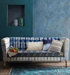 Image viaorishibori What does it mean? And how does it fit in to your home? Everything you need to know about the blue-hued shibori trend… Shibori who? Shibori refers…