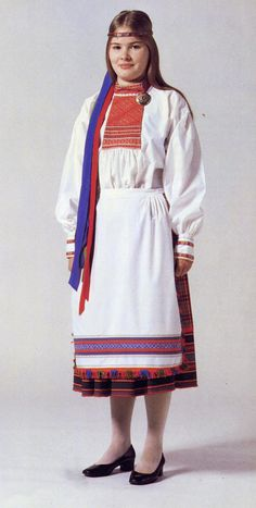 Hello all, Today I am going to talk about a type of costume which was found in the southern and western parts of the Karelian Isthmus. Culture Clothing, Folk Clothing, Folk Costume, Costumes, Ethnic Fashion, Traditional Outfits, Russia, Folklore, It Is Finished