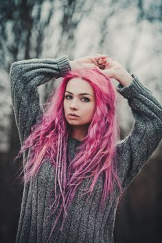 groteleur: Your Zodiac sign can say a lot about you. Find out your lucky numbers and days for a better outlook on the week ahead! Pink Dreads, White Dreads, Dreads Girl, Pastel Hair, Pink Hair, Dreadlock Hairstyles, Cool Hairstyles, Hair Extensions For Short Hair, Maquillaje Halloween