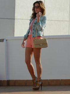 RevEnMiBaul Outfit   Primavera 2012. Combinar Shorts Rosos Blanco, Bolso Beige Chanel, Cómo vestirse y combinar según RevEnMiBaul el 2-4-2012