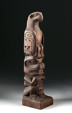 Buy online, view images and see past prices for Pacific Northwest Haida Carved Cedar Totem. Invaluable is the world's largest marketplace for art, antiques, and collectibles. Native Art, Native American Art, Tiki Statues, Tiki Totem, Pole Art, Wood Images, Haida Art, Art Premier, Paris Ville